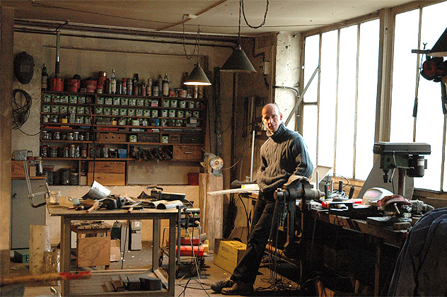 Thomas Lardeur dans son atelier