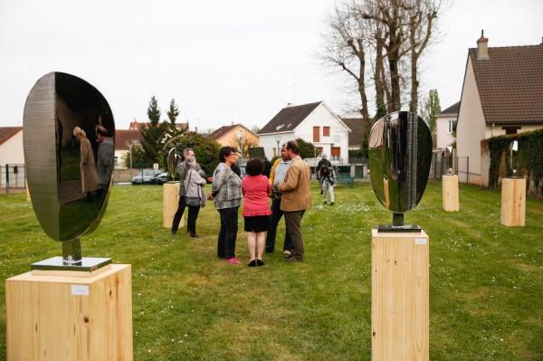 Dans les jardins de la Pléiade de Luisant, quelques sculptures réalisées par Thomas Lardeur